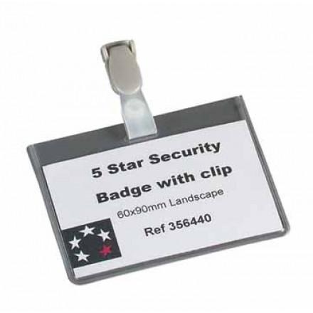 Badge 5 Star met clip 60x90mm wegwerp